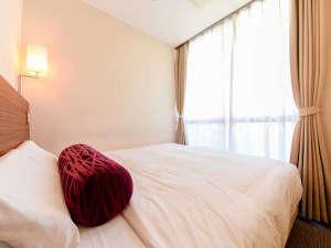 ビジネスホテル プラザ駒込:*クイーンサイズベッド(一例)大きいベットが一番のウリのお部屋。ゆっくりとお寛ぎ頂けます。