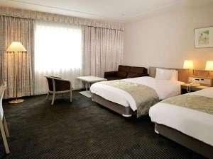 ホテル青森:お部屋の広さ33㎡の広々ツインルーム。バス・トイレがセパレートタイプ。