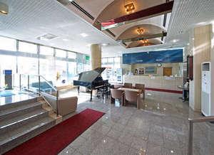 ホテルユタカウイング:明るいロビー