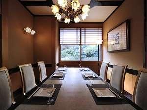 レストラン『和 みなもと』洋月・テーブル椅子席の個室となります。