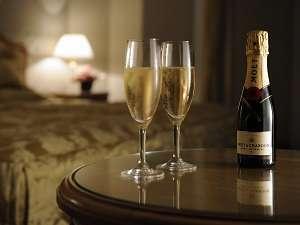 アニバーサリーには、お部屋でシャンパンでお祝い