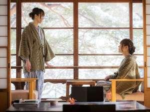 千二百年の湯めぐり 大沢温泉 南部藩かやぶき「菊水舘」:◆【松の間5 二間】  広縁 冬