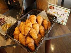 リゾートイン ノースカントリー:【朝食】サクフワッなバター香るクロワッサン。
