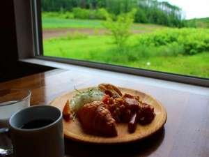リゾートイン ノースカントリー:【朝食】レストラン会場から眺める雄大な景色も愉しみの1つ( *´艸`)