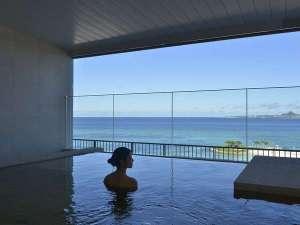 ホテル オリオン モトブ リゾート&スパ:ジュラ紀温泉 美ら海の湯 半露天風呂、サウナあり。(有料)