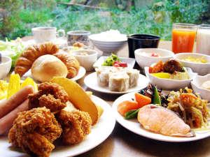 ホテルクラウンヒルズ武生(BBHホテルグループ):【朝食】いつも家族の健康を気遣うお母さんが、真心を込めて作る朝ご飯。そんな朝食を目指します。