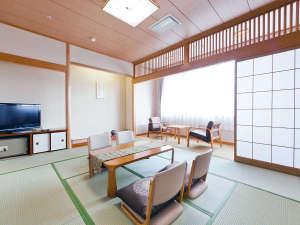 サンピアセリーズ:☆和室10畳☆朝は光がいっぱいで気持ちいい!