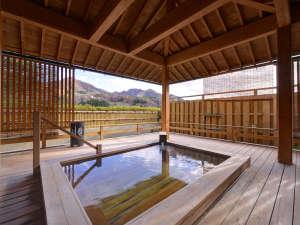 上牧温泉 ホテルニュー上牧:*露天風呂/上牧温泉周辺を一望できる貸切露天風呂「ホタルの湯」