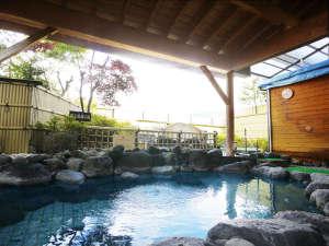 時之栖 須走温泉 天恵:女性露天風呂。天気次第で目の前に大きな富士山が広がります。