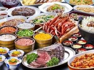 雫石プリンスホテル:【夕食ブッフェ】ローストビーフ・ボイル蟹や盛岡三大麺やひっつみ汁などの郷土料理をご用意しております。