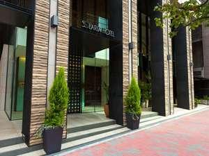 ソラリア西鉄ホテル銀座:銀座4丁目のソラリア西鉄ホテル銀座 昼の正面玄関