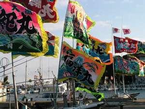 【風の島 菅島】民宿旅館 磯の味 なこら:大漁旗を掲げ(船祝い)