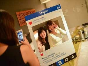 ホテルサードニクス東京:当館オリジナルのSNSパネルで旅の思い出を撮影♪