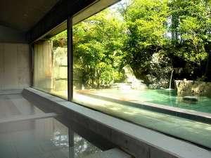 法師:【露天風呂】1300年間こんこんとわき続け旅人を癒してきた温泉です