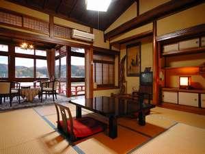 悠湯の宿 湯澤屋:別館和室例。温泉街を見下ろす眺めも◎。