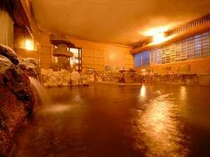 悠湯の宿 湯澤屋:大きな湯舟にたっぷりの温泉を注ぐ大浴場!