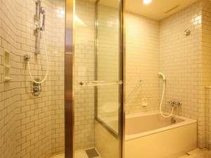 ☆シャワーブースがついた、ツインルームAタイプのバスルーム。
