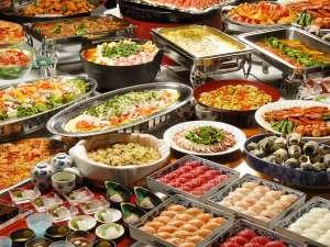 ホテル湯元:夕食バイキングイメージ 和洋中約50品の料理をご堪能ください。