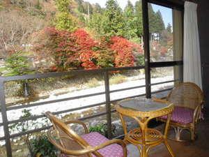 旅館 奥村宗助(大峯山 洞川温泉):お部屋にいながら紅葉狩り