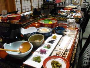 旅館 奥村宗助(大峯山 洞川温泉):テーブル席での和会席
