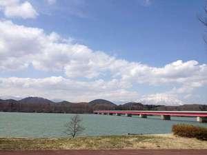 御所湖(部屋からの眺望例)