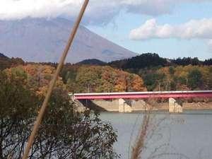 つなぎ温泉 癒しの宿 ロデム:紅葉も綺麗ですよ~