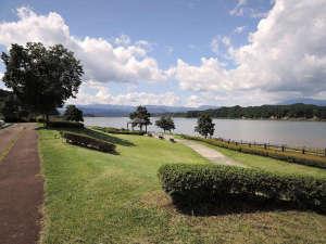 *【周辺/御所湖】ダム湖百選にも選出されている御所湖には公園やレジャー施設もあります。