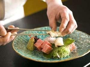 松井別館 花かんざし(旧ホテル松井):厳選した食材を使用した夕食を、お部屋食にてご提供いたします。