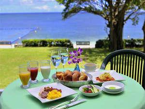 リザンシーパークホテル谷茶ベイ:テラスで朝食を、夕日を眺めながらディナーを、波音を聴きながらカクテルを