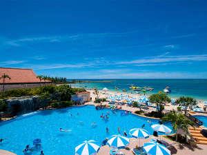リザンシーパークホテル谷茶ベイ:天然ビーチに隣接している屋外プール。