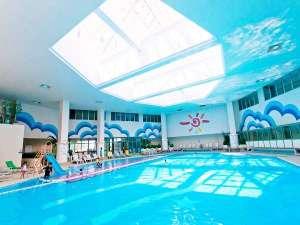 リザンシーパークホテル谷茶ベイ:室内プールは温水で1年中利用可