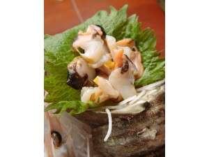 磯料理の宿 松屋:サザエのお刺身はコリコリとした食感が命!獲れたてならではのその食感と香りは是非食べて!