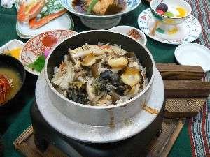 磯料理の宿 松屋:サザエの釜飯