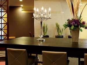 京成ホテル ミラマーレ:シックな雰囲気の、カフェレストランミレフォリア