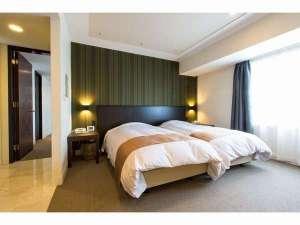 京成ホテル ミラマーレ:デラックスファミリールーム 寝室