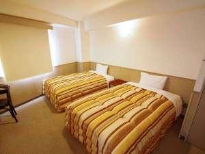 ホテル サン・モリシタ:清潔で広めな空間と、セミダブルベッドを使用したお部屋です♪
