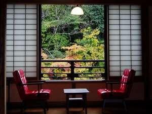 旅館湯本荘:湯本荘の客室は全室川沿い。四季折々の風景が愉しめる。