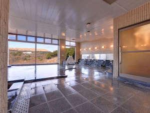 """秋芳ロイヤルホテル 秋芳館:*大浴場/24時間ご入浴可能◎いつでも眺望豊かな""""麦飯石の湯""""をご堪能いただけます。"""
