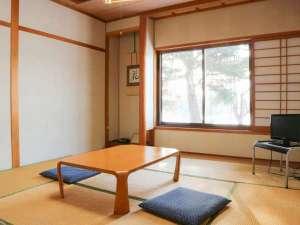八幡平市自然休養村 なかやま荘:*和室8畳/足を伸ばしてゆっくりくつろげるお部屋です。