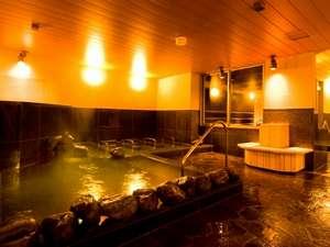 磐梯の湯 ドーミーインEXPRESS郡山:大浴場の各所にベンチを配置。湯疲れした時はどうぞこちらでお休みくださいませ。