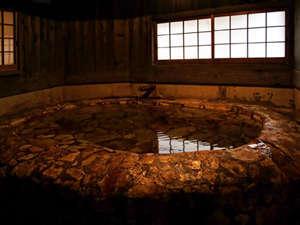筋湯温泉 大黒屋 :源泉掛け流しの宿泊者専用の貸切り内湯です。