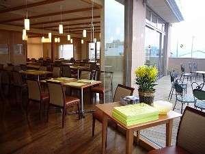 ホテルリッチ&ガーデン酒田:●2階レストランふきのとう●一面ガラス張りの造り。清々しく優雅なご朝食を。
