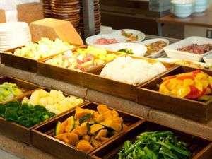 ホテルリッチ&ガーデン酒田:●ご朝食●美味しいと評判の庄内野菜。契約農家から届く新鮮な地野菜をビュッフェスタイルで。