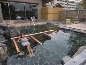 男子露天風呂「源氏」3ヶ所ある寝湯が気持ち良いです。