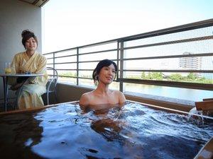 琵琶湖を望む露天風呂