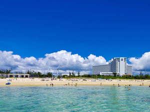 沖縄残波岬ロイヤルホテル:楽園にふさわしい白い砂浜と澄み切ったブルー