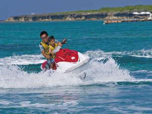 沖縄残波岬ロイヤルホテル:海の上を爽快に走るマリンジェット。インストラクターが一緒なので安心です。
