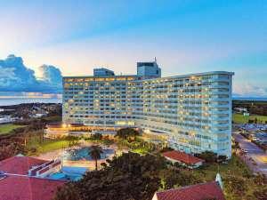 ロイヤルホテル沖縄残波岬 -DAIWA ROYAL HOTEL-の写真