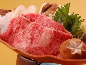 白鳥の宿 割烹旅館 ますがた荘:新潟県産和牛を使ったすき焼きは業界の平均(60g)1.5倍 90g 肉量!