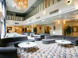 オテル・ド・マロニエ下呂温泉:【ロビー】開放感のある館内になっています。